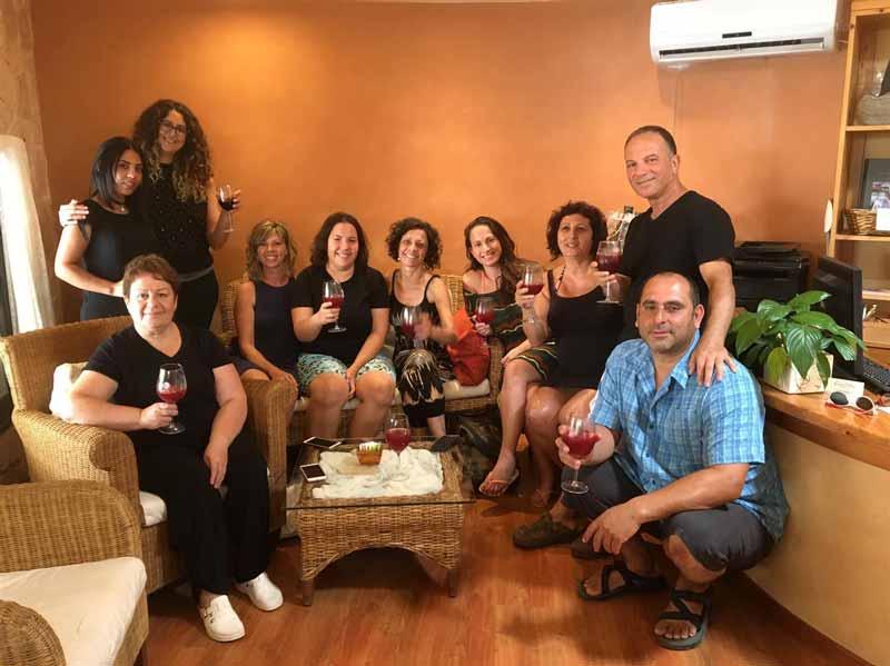 צוות המטפלות בספא | כנען וילאג'